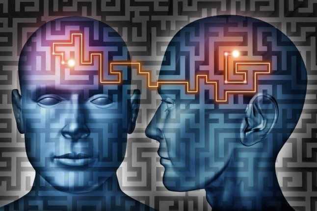 light connecting the thinking network of two brains