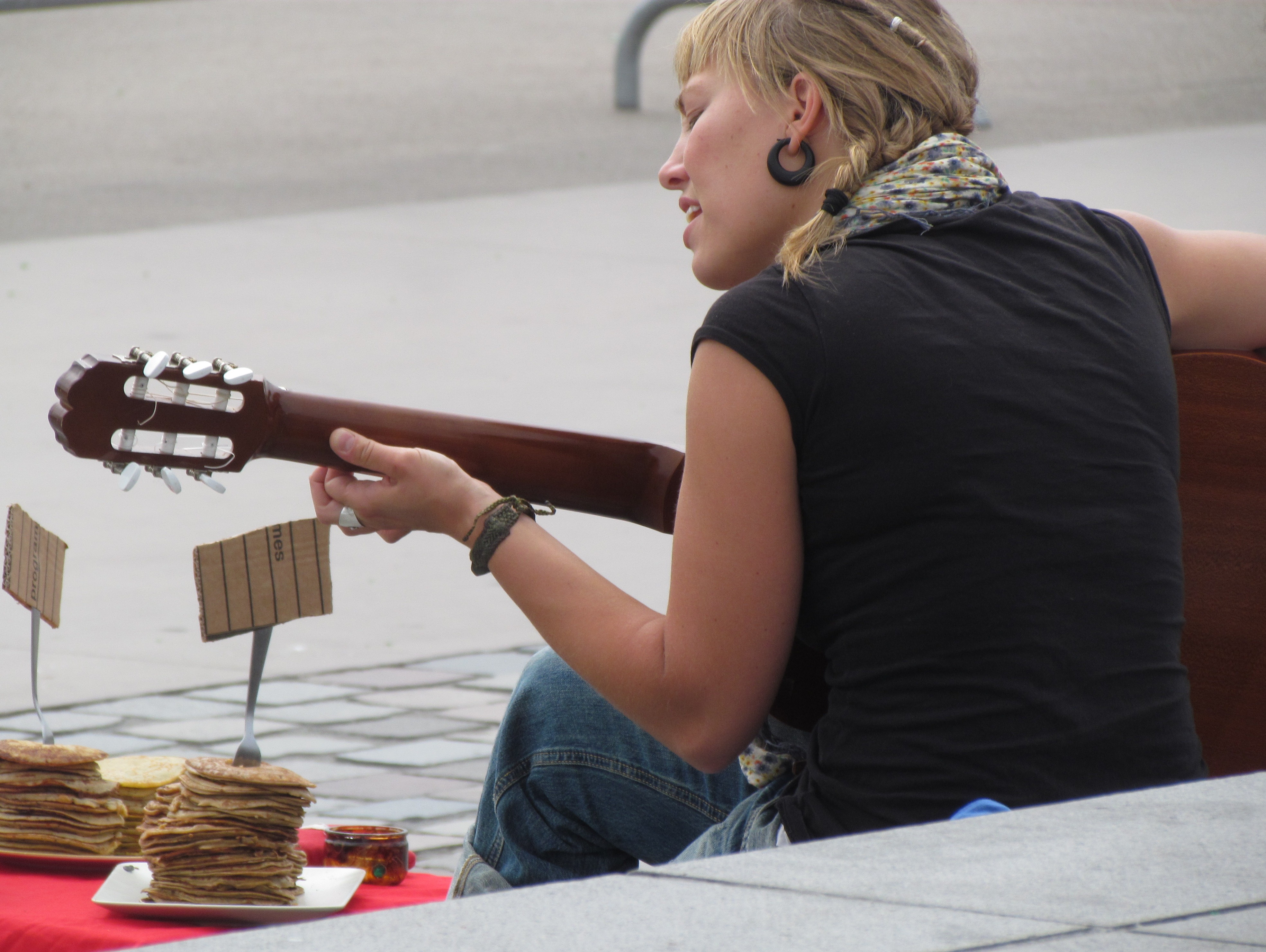 Giving to buskers