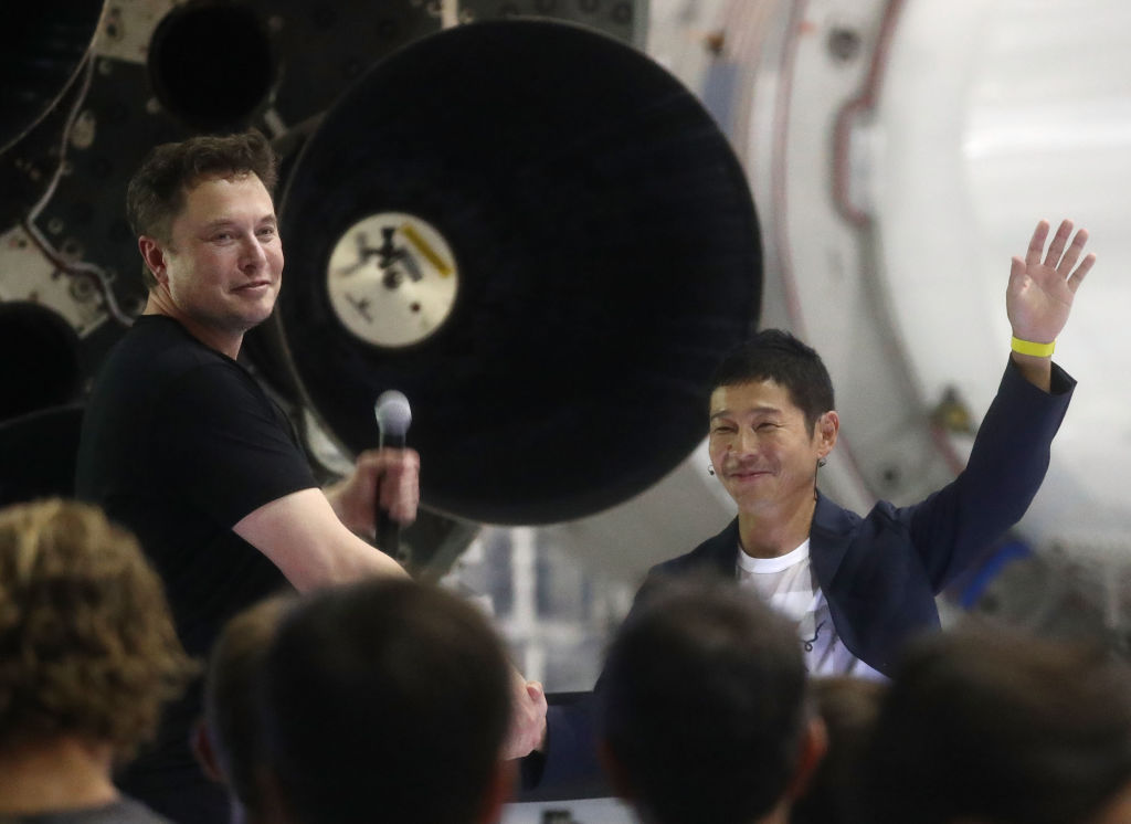 SpaceX: Japanese billionaire first tourist to fly to moon