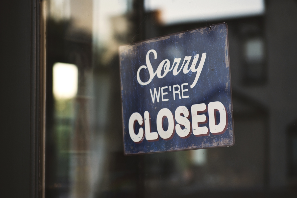 Closeup shot sign that says sorry we re closed hanging glass door