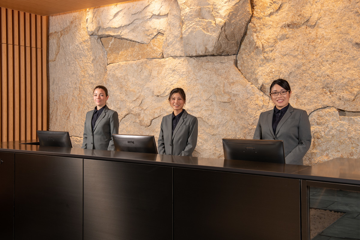 Skye niseko   front desk team   low res %2813%29