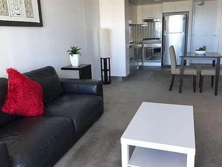 Mantra residences southport central 1 bedroom plus study with fantastic views 8890090551362880639