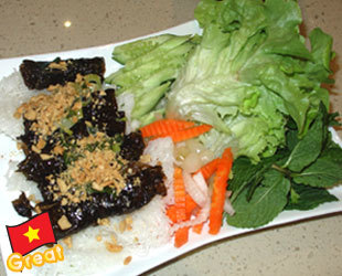 Steamed Rice Vermicelli with beef parcel