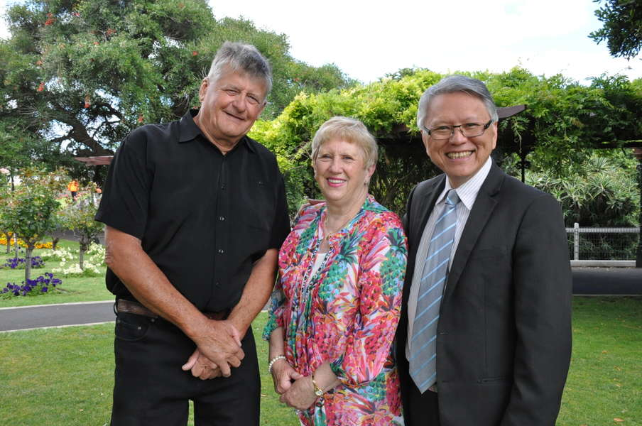 City of Mount Gambier 2018 Australia Day Citizen of the Year Award recipients Peter Martin (left), Lois Bayre and Mayor Andrew Lee.