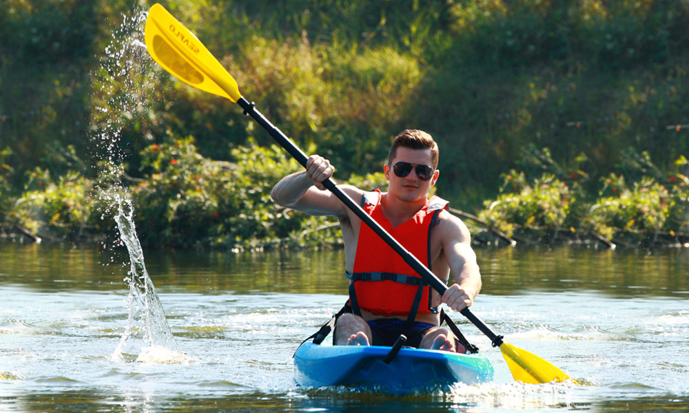 Adult kayak with paddle 2610   web2