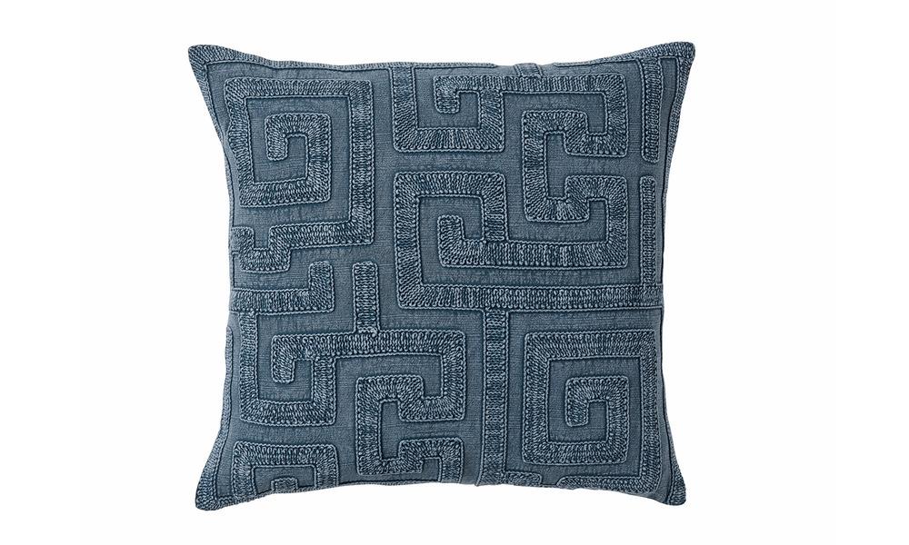 Cushion versailles pigment 2744   web1