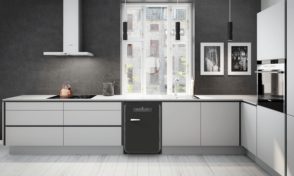 Retroluxe fridge matte black 3