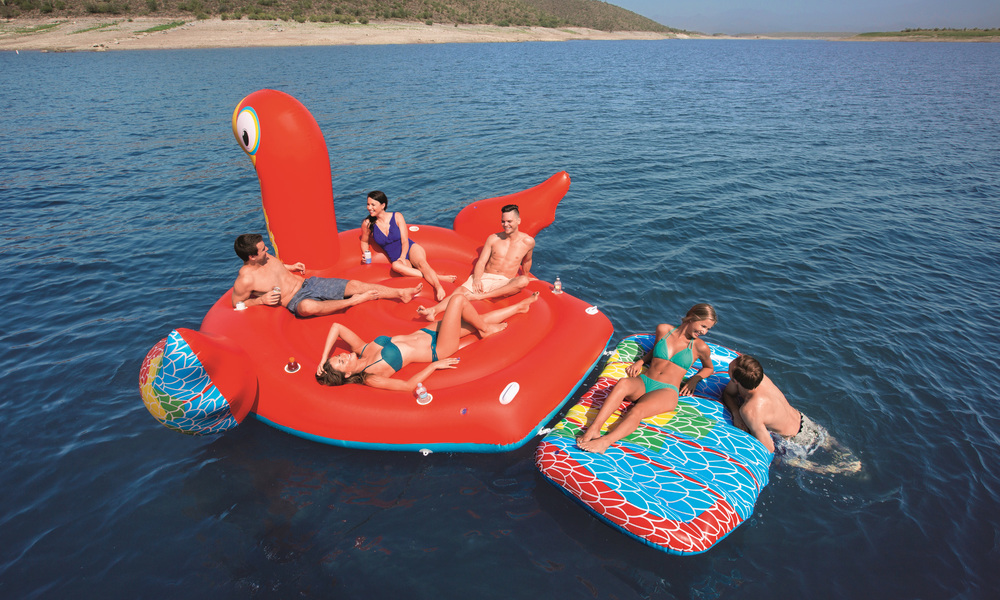 Giant 6 person inflatable parrot   web2