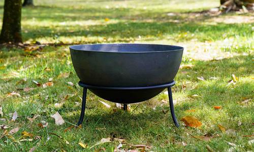 Cast iron fire bowl   web1
