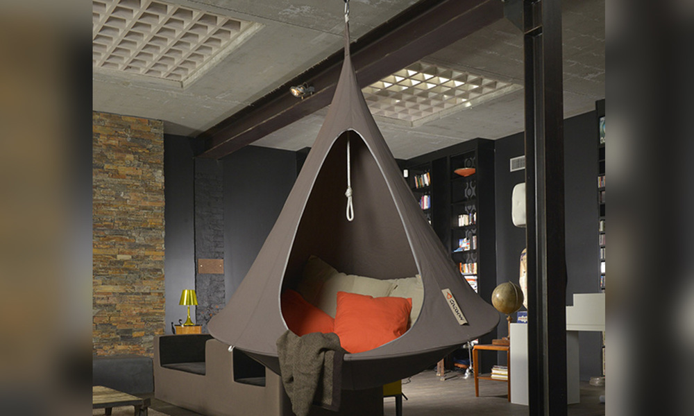 Cacoon single hanging chair   web3