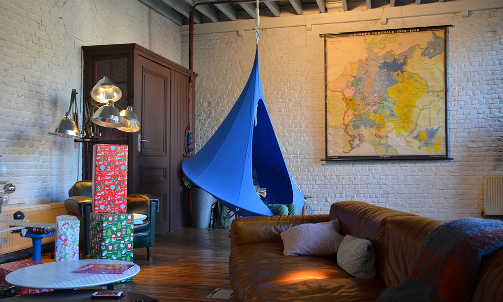 Cacoon single hanging chair   web4