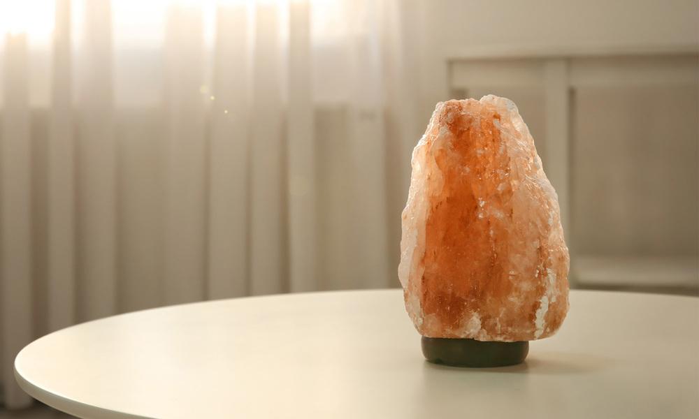 Himilayan salt lamp   web1