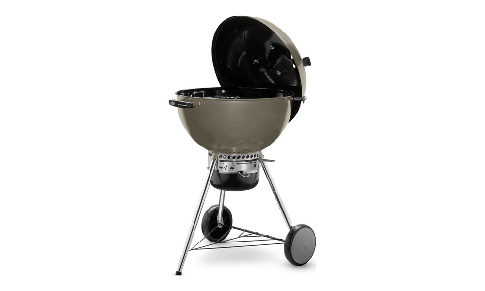 Smoke   weber master touch charcoal grill   web1
