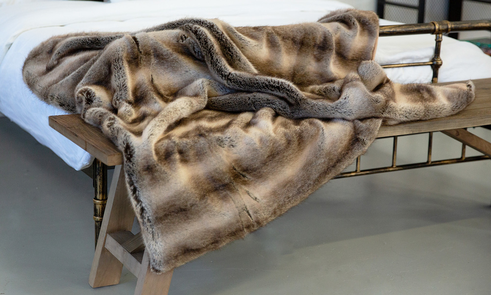 Madagascar faux fur throw   web2