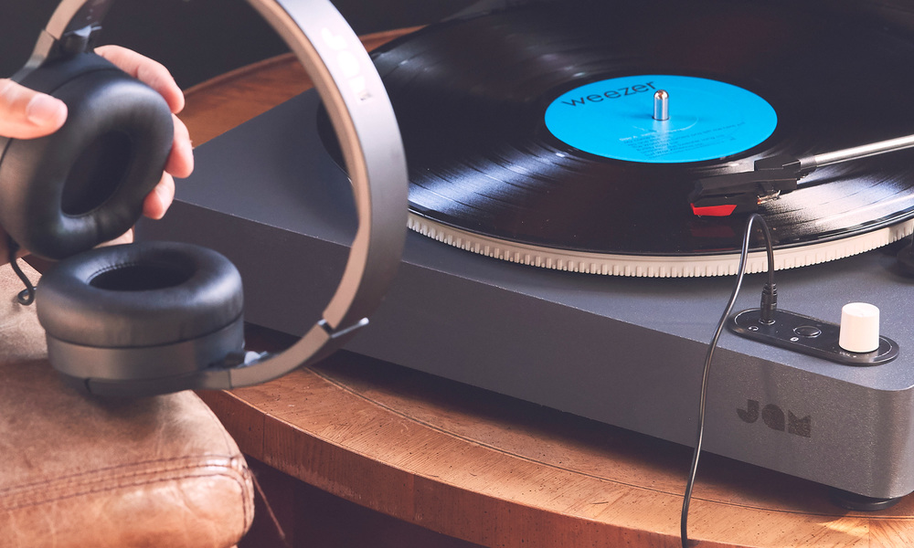 Jam spun out bluetooth turntable   web8