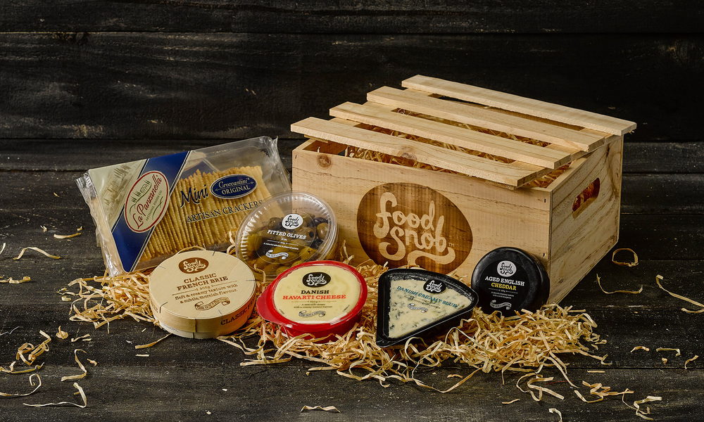 2234 food snob cheese and cracker hamper   web