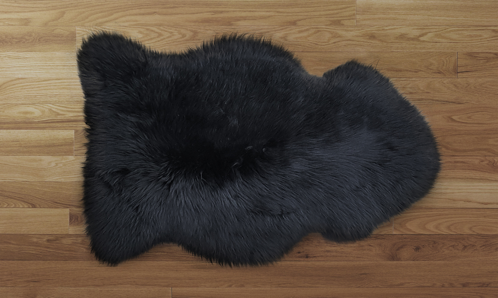 Sheepskin rug black   web1