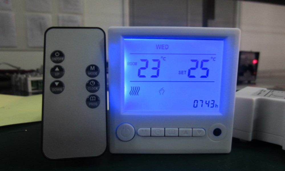 Thermostat with remote control