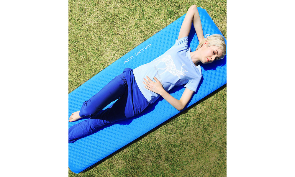 Deluxe self inflating camping sleeping mat 2555   web2