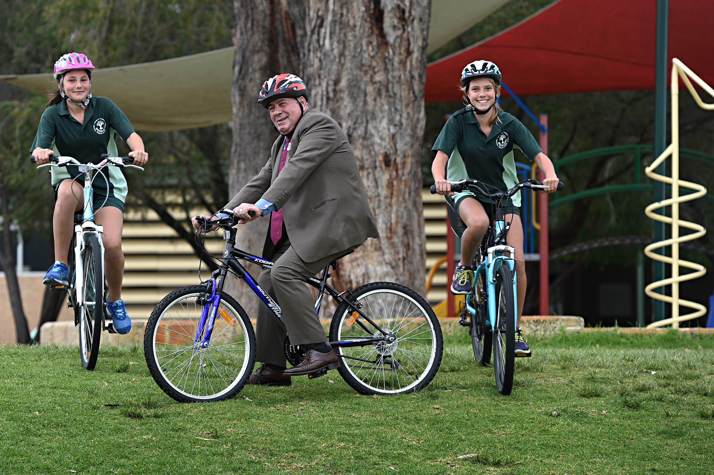 City of Stirling Mayor Giovanni Italiano with Woodlands Primary School Year 6 students, from left, Rebecca Shepherdson and Grace Izett [NAMES OK]