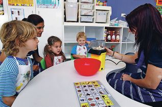 Educators Trishee Ramloll and Yasmin Guest popping corn with students Jack Cooper, Mia Downes and Ben Watts. Picture: Dominique Menegaldo www.communitypix.com.au d399504