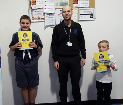 The Good Guys Belmont assistant manager Tim Coghill presents Lily and Toby with their prizes and certificate.