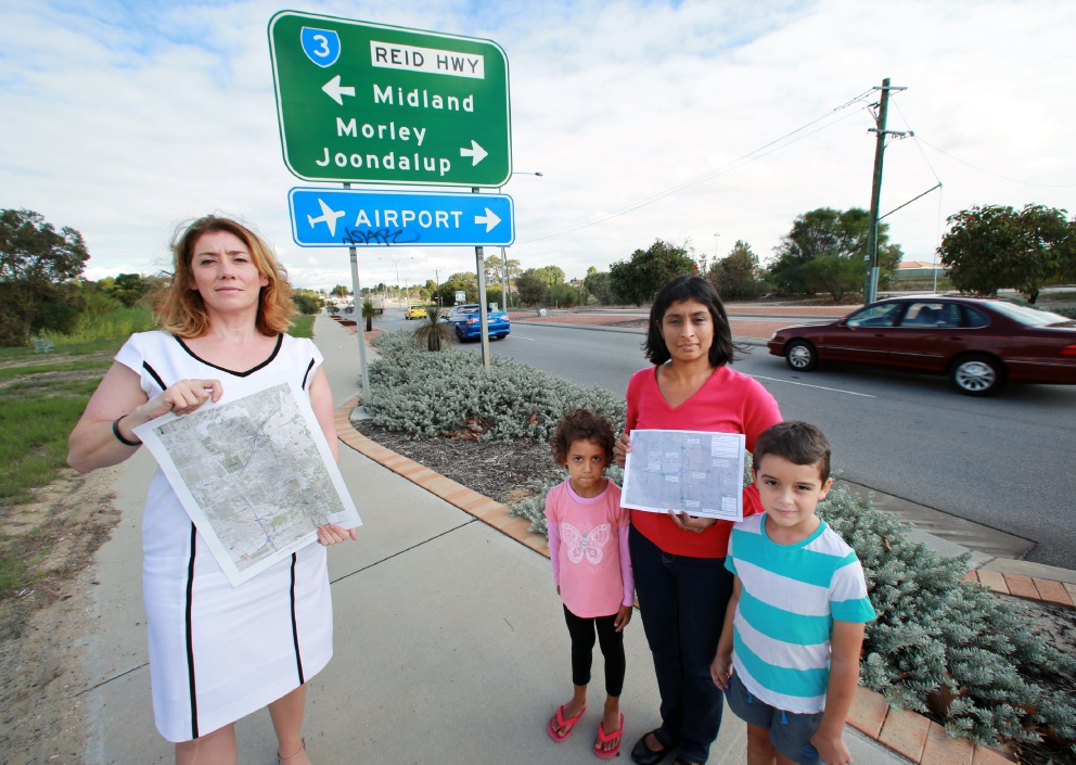 Rita Saffioti, with some of the plans for the new road system, and Bennett Springs resident Lisa Martin with Jessica and Jayden. Picture: David Baylis www.communitypix.com.au   d452708