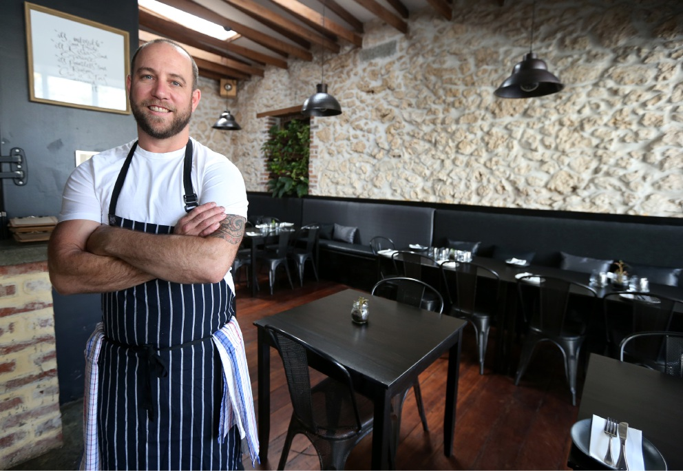 Honey of an opportunity: Chef Kenny McHardy, owner of Manuka Wood Fire, one of four Fremantle businesses taking part in the 2016 Taste of Perth. Picture: Matt Jelonek www.communitypix.com.au   d452368