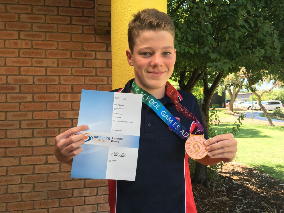 Swimmer Ben Popham, who has cerebral palsy, has broken an Australian age-group record in the 200m freestyle.