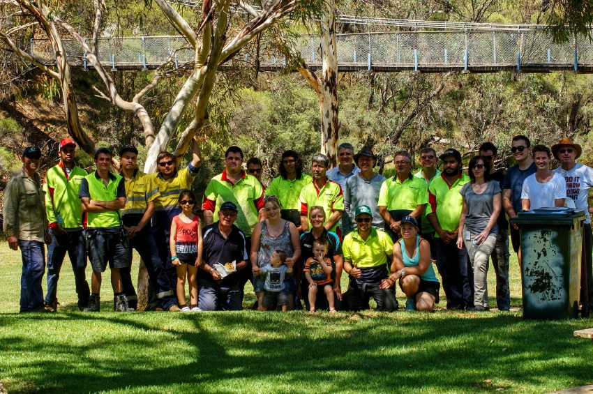 Clean up volunteers in Pinjarra