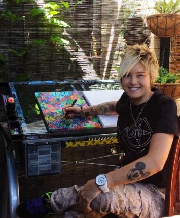 Ziggy York is running the youth art workshop Posca Art.