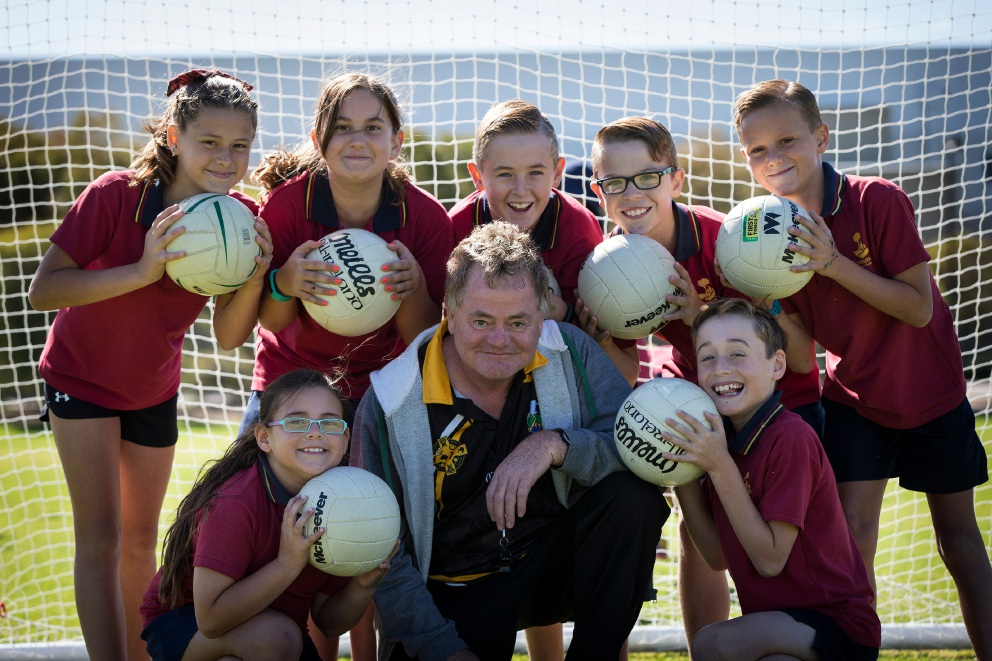 Gerry Crawley with Carramar Primary School students Anya Solaz-McGann, Anarette Kritzinger, Tiahna Joyce, Gerry Crawley, Jak Barrett, Cody Woods, Harrison Johnson and Lewis Mayes. Picture: Will Russell       d451807