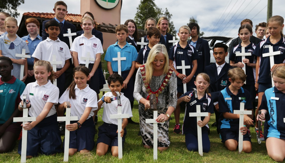 Wanneroo Mayor Tracey Roberts with local school students.