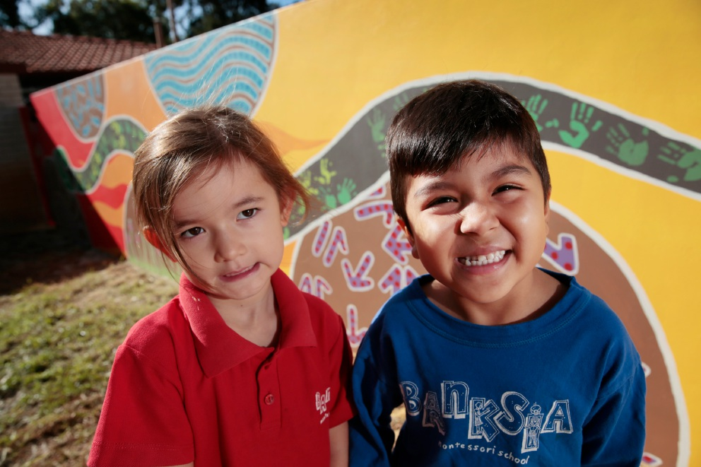 Banksia Montessori School students Bella Chen and Harris Ahmed in front of the mural. Picture: Andrew Ritchie                                                                                    www.communitypix.com.au   d451428