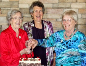 Inaugural members Marjorie Foden, Alison Major and Peggy Rudd help celebrate the choir's 20th anniversary.