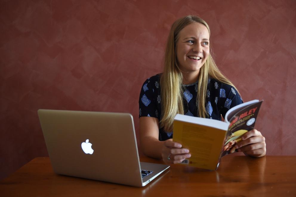 Top student Aimee Coles. Picture: Jon Hewson www.communitypix.com.au   d450743
