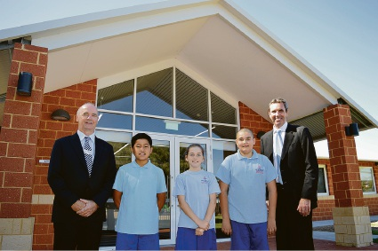 Principal Jonathon Phillips, with Year 6 councillors students George Va'a, Bonnie McNight and Ethan Luxford, and Minister Peter Collier.