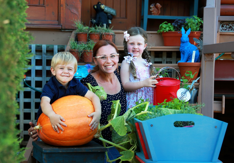 Katy Facer, of Helena Valley, with her children Cameron (3) and Emily (4)  and a giant pumpkin. Picture: David Baylis        www.communitypix.com.au   d450817