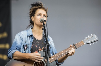 Kasey Chambers' live performances have been critically acclaimed in Australia and the US.
