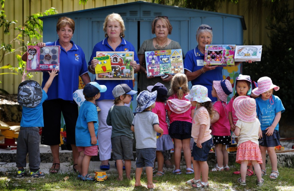 Rotary Club members Heather York, Jacquie Harry, Joan Varian and Linda Sweeney with pre-schoolers. Picture: Martin Kennealey        www.communitypix.com.au   d449815