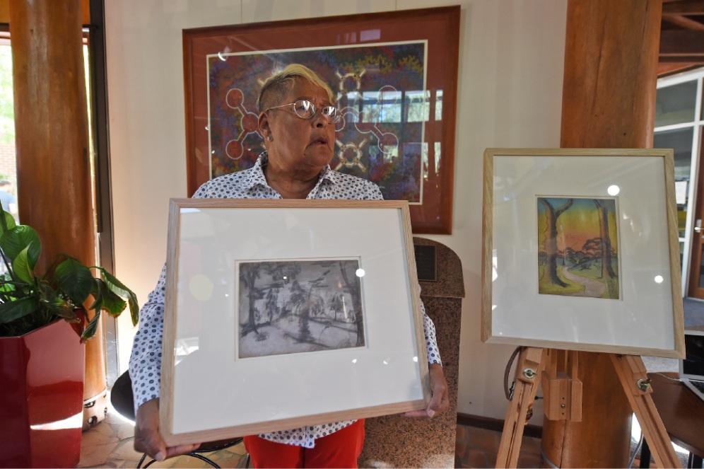 Elaine Wallam holding Edie Wallam's art work. Picture: Jon Hewson www.communitypix.com.au...d449855