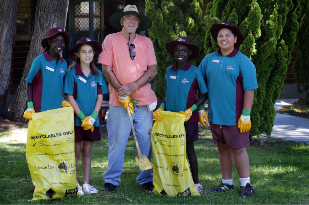 Resident Lewis Flood joined with Merriwa Primary School head girl Daruka Deng, student councillor Pia Broadhurst, head boy Man Jok and student councillor Tawa Reedy for the clean-up.