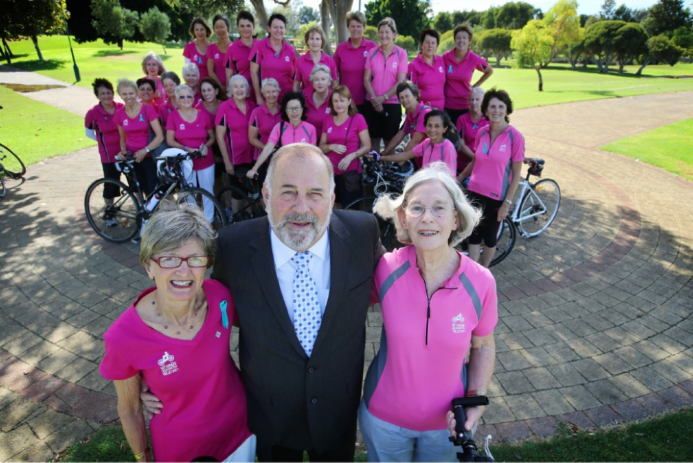 City of Stirling Mayor Giovanni Italiano with Stirling riders Janice Maher and Norma Willmott and the team.