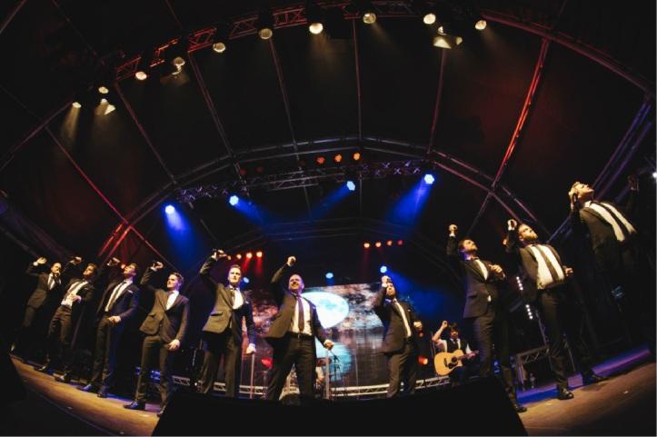VIPs mingle before TEN concert