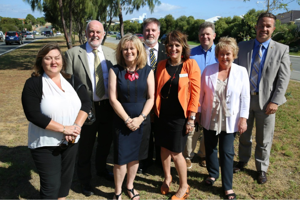 Kinross Residents Association president Denise Farquhar, Cr Tom McLean, Kinross Primary school principal Therese Gorton, P & C president Roger Crook, associate principal Helen Demiris, Burns Beach Residents Association chairman Adrian Hill, Cr Kerry Hollywood and Mayor Troy Pickard.