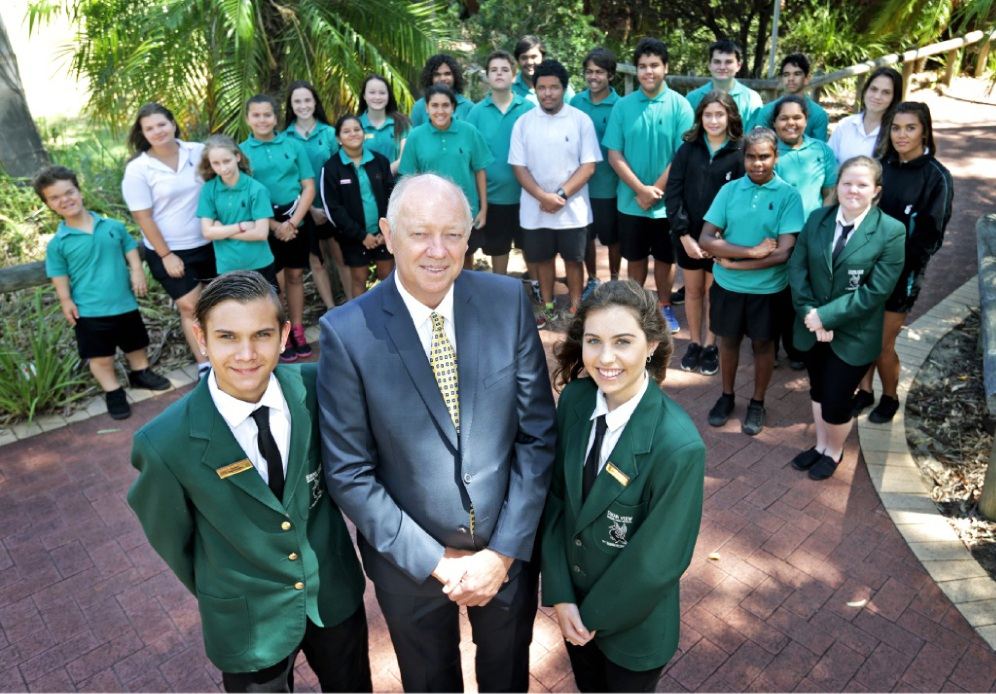 Tremayne Parfitt (14), Commissioner Colin Pettit, Tenae Rivers (17) and the other students in Swan View Senior High School's Leadership Group.          d449696
