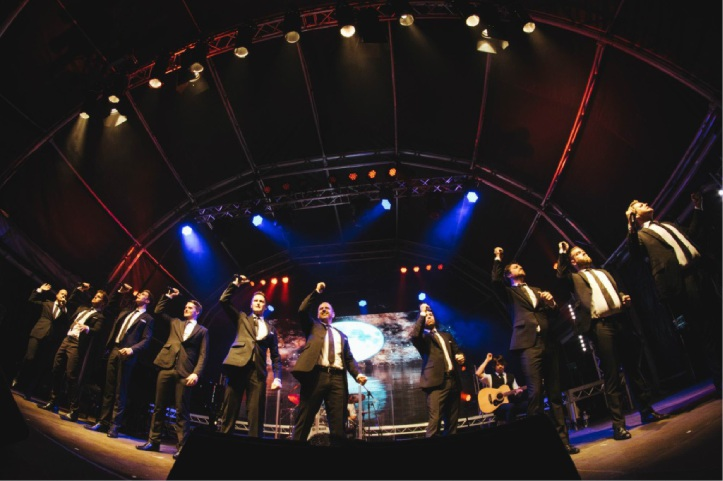 Tenors score perfect TEN with crowd