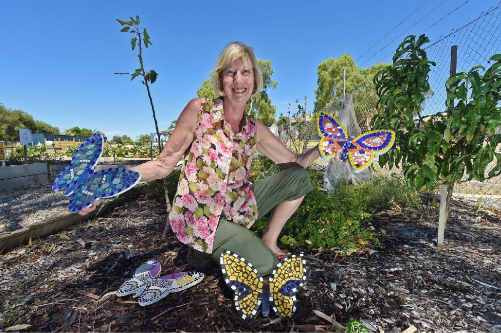 Mosaic artist Dorothy Burke in the Southern River Community Garden.  |Picture: Jon Hewson        www.communitypix.com.au d449980