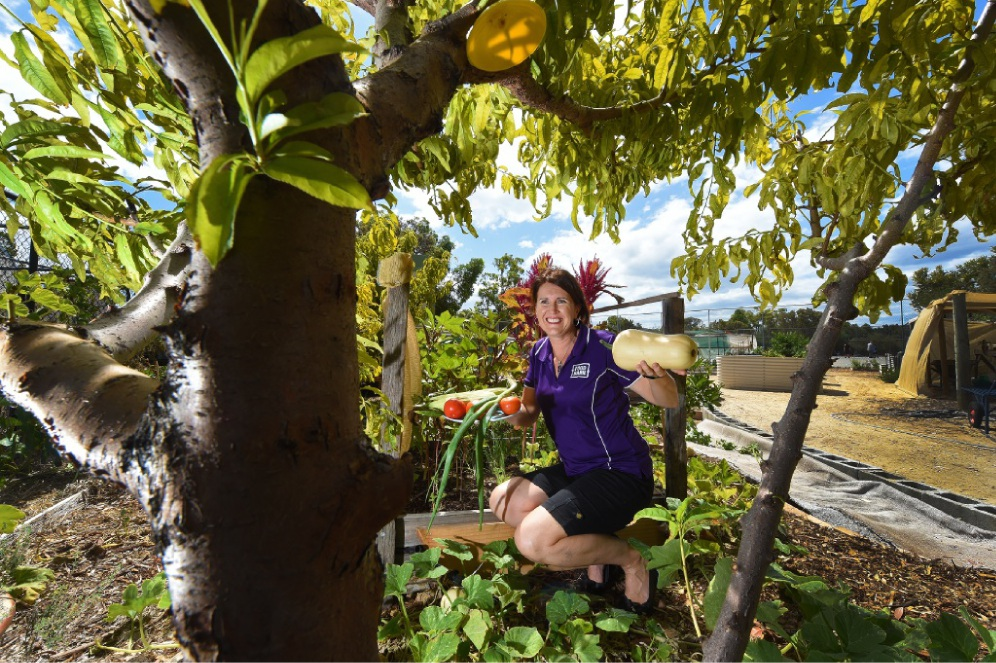 Nicole Ingram can show you how to grow vegetables and make inexpensive, healthy, convenient meals.  Picture: Jon Hewson         www.communitypix.com.au   d449932