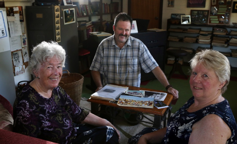 Barbara Morgan, of Yanchep, Bruce Graham, of Aveley, and Jo Holding, of Two Rocks, reflect on their community schooling days. Picture: Martin Kennealey www.communitypix.com.au   d449751